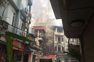 Hà Nội: Cháy quán karaoke, lửa lan sang khu lân cận