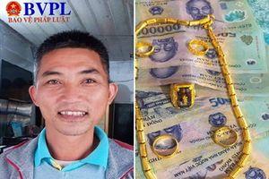 Thầy giáo bắt xe buýt đuổi theo trả lại người đánh rơi túi đựng đầy tiền và vàng