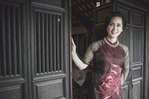 'Mẹ chồng' Lan Hương lần đầu ngồi 'ghế nóng' Liên hoan truyền hình