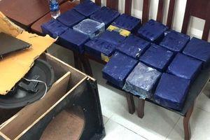 Bắt 2 đối tượng ngụy trang 19kg ma túy đá trong loa thùng