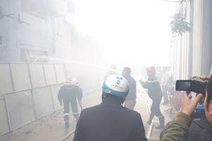 Nóng: Bất ngờ cháy lớn gần trụ sở VFF, nhiều ô tô bị thiêu rụi khiến người dân hoảng sợ