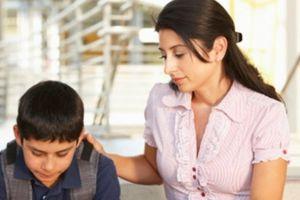 Con bẽ mặt vì giáo viên dạy thêm là người quen của bố mẹ