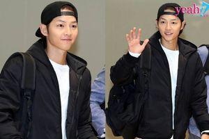 Song Joong Ki xuất hiện với gương mặt gầy gò, xuống sắc tại sân bay lên đường sang Hong Kong tham dự MAMA 2018