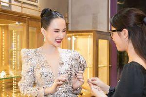 Bí kíp sành điệu của sao Việt: Ai cũng sở hữu 1 viên đá phong thủy 'quyền năng'