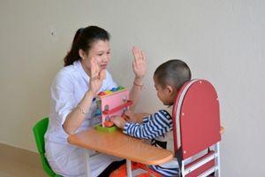 Giáo dục hòa nhập cho trẻ tự kỷ: Thiếu công cụ định chuẩn
