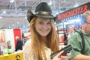Nữ sinh viên tóc đỏ Nga nhận tội âm mưu gián điệp