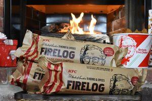 KFC đang bán gỗ đốt lò sưởi có mùi gà rán, cùng dân tình khuấy động mùa Giáng sinh