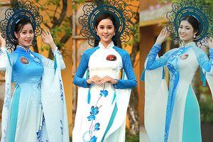 Thí sinh chung kết Hoa khôi Sinh viên tạo dáng với 'Tinh hoa sứ'