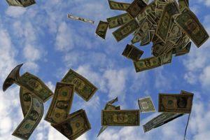 Cao tốc Mỹ hỗn loạn vì 'cơn mưa' tiền