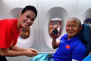 Món quà đặc biệt làm HLV Park Hang-seo và tuyển Việt Nam vui sướng