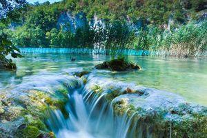 Chiêm ngưỡng vẻ đẹp lung linh của hồ Plitvice, Croatia