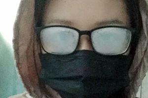 Sinh viên '4 mắt': đông đến khổ đủ đường