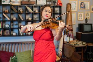 Nghệ sĩ viola Nguyệt Thu - người gõ cửa tâm hồn trẻ tự kỷ bằng âm nhạc