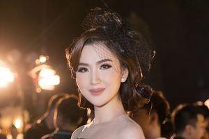 Học trò Phạm Hương 'chịu chơi', đeo trang sức tiền tỷ dự show thời trang