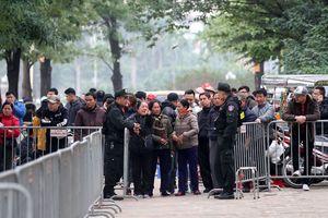 Hàng trăm thương binh 'cười giòn' nhận vé trong giá rét