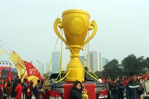 'Cúp vàng khủng' đã được cổ động viên Việt Nam rước tới sân Mỹ Đình