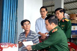 Bộ Quốc phòng hỗ trợ các gia đình bị thiệt hại do mưa lũ tại Quảng Nam