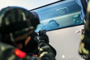 Mục kích đặc nhiệm Trung Quốc xử lý bắt cóc con tin trên xe buýt