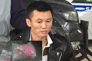 Vây bắt ô tô mang theo vũ khí 'nóng' và chất nghi ma túy