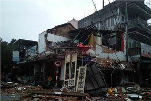 Huế: Tiệm bánh 2 tầng đổ sập giữa đêm, 2 người may mắn thoát chết