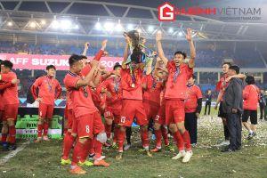 Khoảnh khắc Anh Đức, Quang Hải nâng chiếc cup vô địch AFF Cup 2018 đi vào lịch sử
