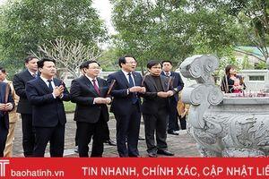 Phó Thủ tướng Vương Đình Huệ dâng hương tưởng niệm Uy Viễn Tướng công Nguyễn Công Trứ