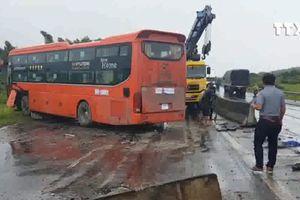 Tai nạn giao thông liên tiếp vì 'ổ gà, ổ voi'