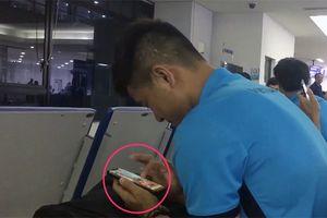 Bật mí cách giết thời gian trên smartphone của 'thánh lầy' Hà Đức Chinh khiến chẳng ai nhịn được cười