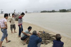 Quảng Ngãi: Chìm ghe trên sông Trà Khúc, 2 người mất tích