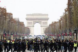 Thủ đô Paris tiếp tục căng thẳng với người biểu tình áo vàng