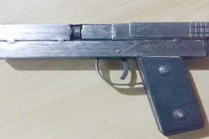 Bình Phước: Đến nhà bạn xem súng, một thanh niên bị đạn bắn vào cổ