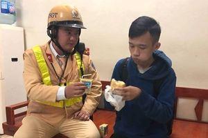 CSGT Hà Nội giúp đỡ thiếu niên Ê Đê bị kẻ gian trộm đồ