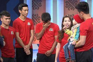 Quang Hải, Đức Chinh bật khóc khi gặp cậu bé mắc bệnh u não tại 'Điều ước thứ 7'