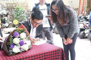 Nhà thơ Nguyễn Phong Việt: 'Chọn và tin bản thân mình để đi xa và lâu hơn'