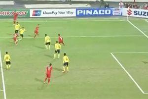 CĐV Malaysia tố bàn của Anh Đức không hợp lệ