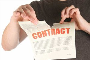 Chấm dứt hợp đồng lao động trái luật, phải bồi thường thế nào?