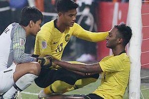 Cầu thủ Malaysia đổ gục sau trận thua Việt Nam