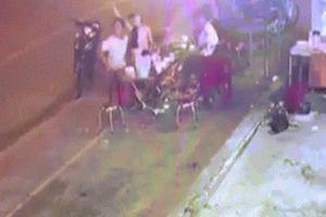 Xe khách lao vào bàn nhậu trên vỉa hè sau khi VN 'đoạt vàng', 2 người chết tức tưởi