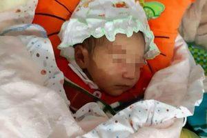 Bé sơ sinh bị bỏ rơi trước cổng chùa trong tiết trời rét căm căm