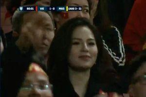 Sau nửa năm bị liệt, Phi Huyền Trang vô tình gây chú ý tại AFF Cup 2018
