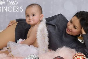 'Biểu tượng gợi cảm' Y Phụng khoe con gái tròn 1 tuổi ở Mỹ