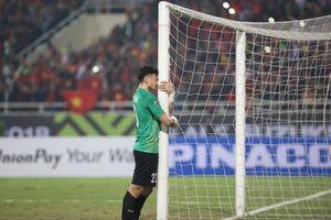 Clip: Đặng Văn Lâm ôm cột dọc khóc nghẹn ngào khi vô địch khiến hàng triệu fan tan chảy