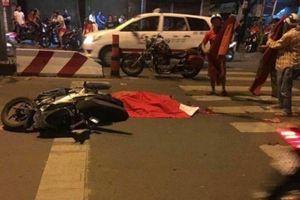 TP.HCM: Nam thanh niên chết thảm dưới bánh xe bồn khi đi 'bão'