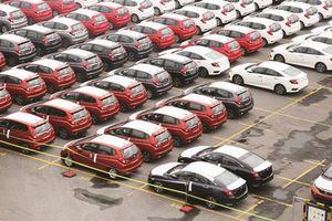 Nhập khẩu xe trong tháng 12 liên tiếp giảm, doanh số bán hàng tháng 11 tăng nhẹ