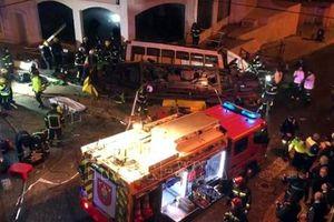 Tàu điện trật bánh ở Bồ Đào Nha khiến hàng chục người bị thương