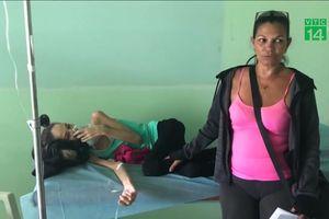 Hết thuốc, người dân Venezuela chữa HIV bằng lá cây