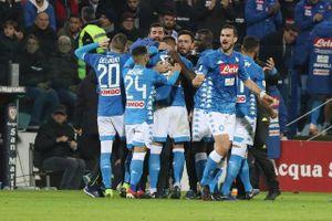 Serie A: Napoli vẫn bám đuổi Juventus sau chiến thắng nhọc nhằn