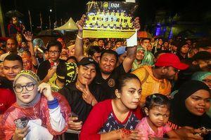 Thất bại, tuyển Malaysia vẫn được đó tiếp như những người hùng
