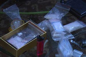 Hình ảnh khám xét nhà 'ông trùm' ma túy bị nhiếm HIV giai đoạn cuối