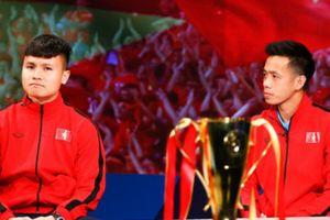 Sau vô địch AFF Cup rồi, các cầu thủ lại quay về với hình ảnh bình dị đời thường bên người thân trước khi hội quân trở lại